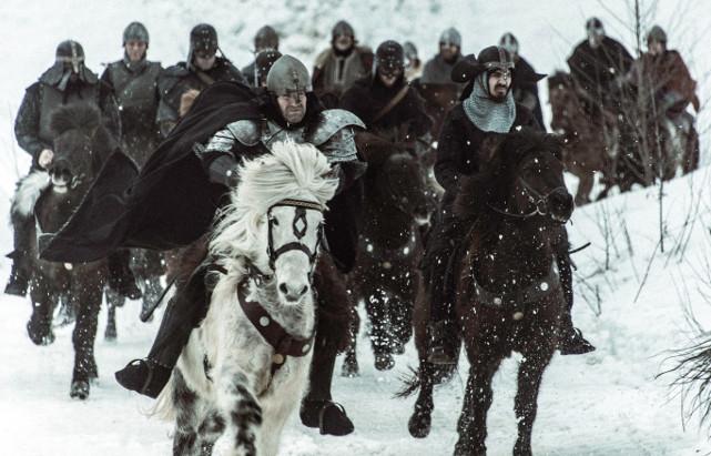 Doch der König hatte einen kleinen Sohn, der nun die Bagler - und Gisle - vom Thron trennt. (© Koch Films)