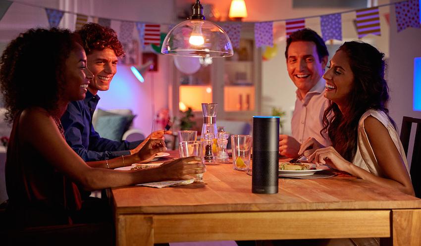 """Neu in Europa: """"Alexa, schalte die Szene 'Tropendämmerung' im Wohnzimmer an"""""""