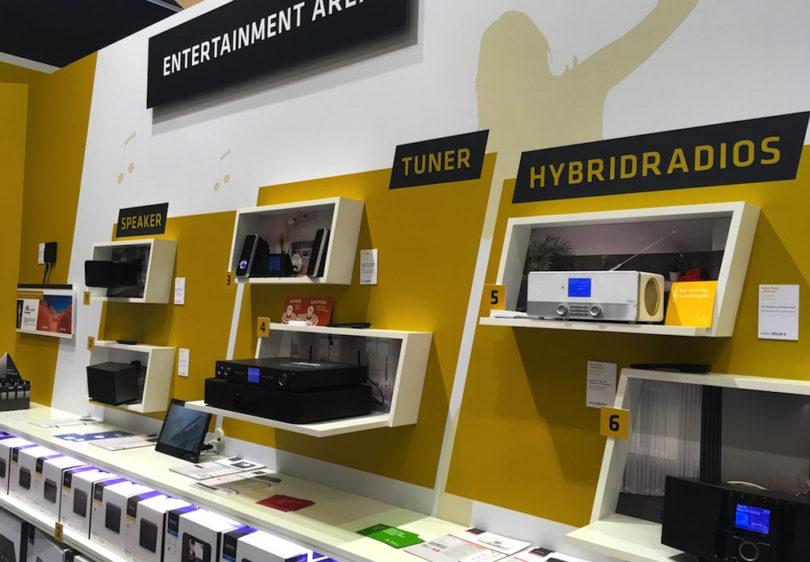 Hama steigt ins Multiroom-Geschäft ein und zeigt in Berlin clevere Erweiterungsmöglichkeiten bestehender Audio-Produkte. Zugleich wird ganz nebenbei verdeutlicht, dass Hausvernetzung weder teuer noch schwierig zu installieren sein muss.