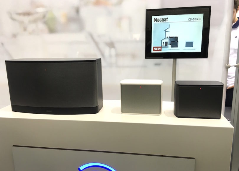 Knowhow und Technik sind vorhanden. Jetzt macht Magnat auch auf Multiroom. Das in Berlin erstmals erlebbare CS-Programm beherrscht Spotify, AllPlay, Internetradio und besteht zum Start aus zwei Aktiv-Lautsprechern; ein stationäres und ein portables Modell.