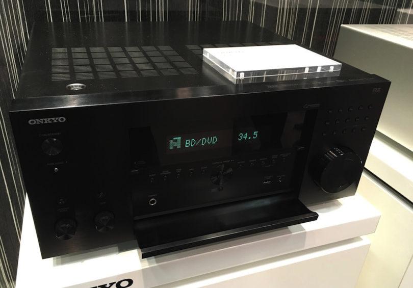 Pünktlich zur IFA in Berlin erweitert Onkyo seine im letzten Jahr eingeführte RZ-Serie hochwertiger AV-Receiver um das hier abgebildete 9.2-Modell TX-RZ1100 (1.999 Euro) und das 11.2-Modell TX-RZ3100 (2.999 Euro). Dank integriertem Google Cast, AirPlay und Streamingfuntion sollten dann ab sofort keine Duellwünsche mehr offen bleiben.