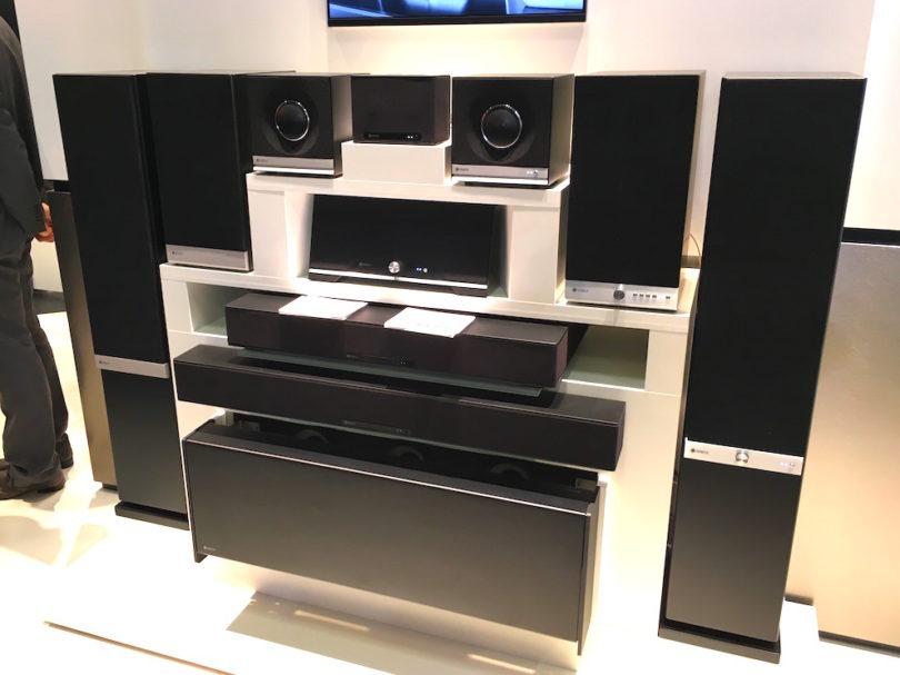 Raumfeld zeigt die Integration zahlloser neuer Musikquellen über Google Cast für Audio. Besucher bestaunen zudem den Prototypen des ersten Porzellan-Multiroom-Lautsprechers Raumfeld X Rosenthal.