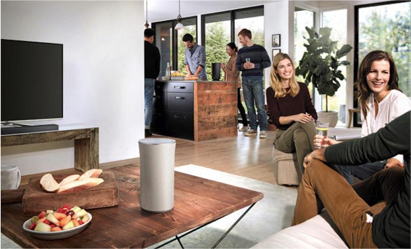 Die Samsung Wireless Audio 360 R3 und R1 sind ab sofort auch im edlen Farbton Creme erhältlich. Damit stellt Samsung Konsumenten eine noch größere Produktauswahl innerhalb des Multiroom-Systems zur Auswahl, sodass Verbraucher den passenden Lautsprecher für ihr individuelles Interieur finden können. Der R3 und der R1 verbinden beeindruckenden 360-Grad-Soundtechnik mit attraktivem Design und lassen sich im neuen Farbton dezent und elegant ins Wohnambiente einbinden.