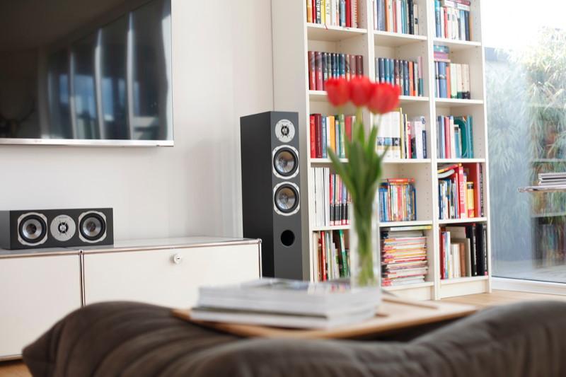 Das Rhodium/Phase-5.1-Set fühlt sich auch bei beengten Platzverhältnissen wohl - ideal für Wohnraumkinos.