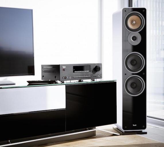 Mit der Standardbreite von 430 mm und der massiven Alufront kommt der CD-Receiver Kombo 62 ganz bewusst im klassischen Design.