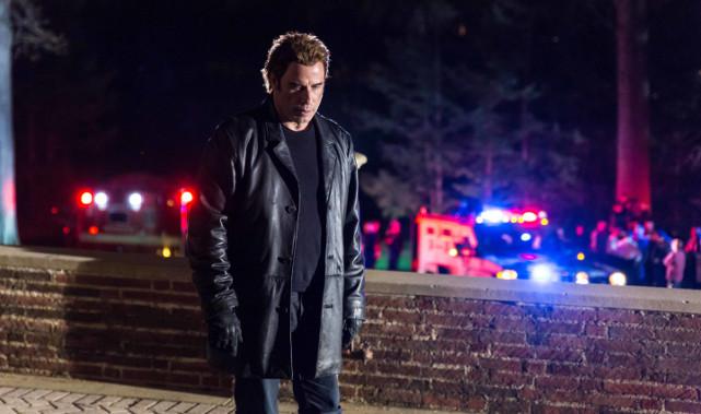 Der Ingenieur Stanley Hill (John Travolta) ist von tiefer Trauer gepackt. (© Ascot Elite)