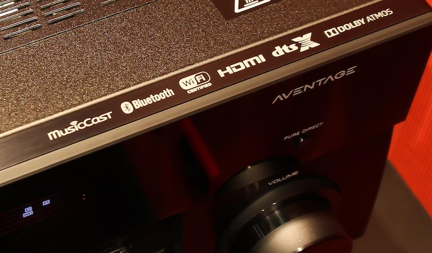Ein Blick auf der Geräte-Oberseite bietet bereits einen kleinen Überblick über das umfassende Ausstattungspotenzial des RX-A3060.