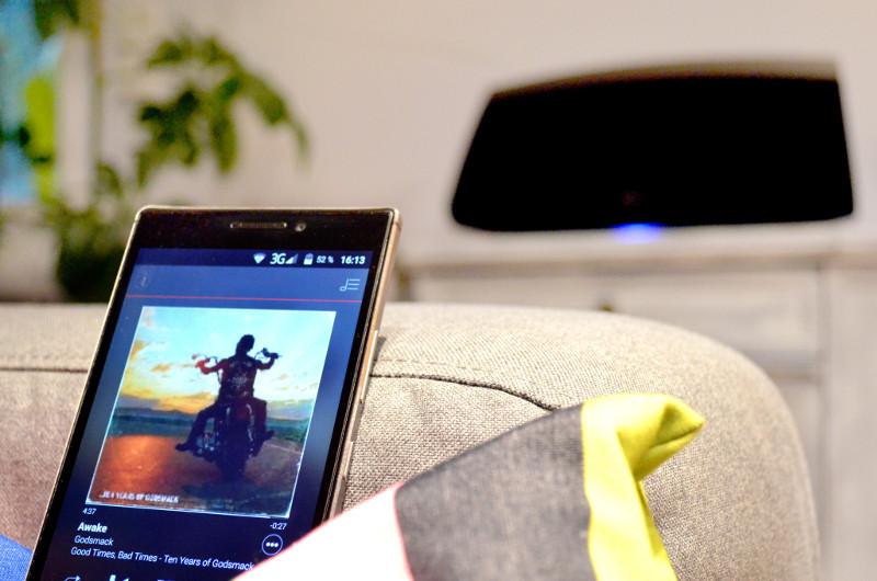 Komfortable Bedienung: Per App lässt sich der HEOS 7 (wie der Rest der Produktfamilie) ganz einfach vom Sofa aus steuern.