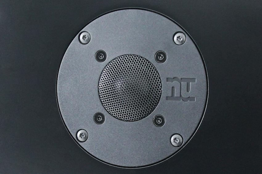 Er ist für den guten Klang in den höheren Bereichen zuständig: der 25 Millimeter Hochtöner mit Seidengewebekalotte.
