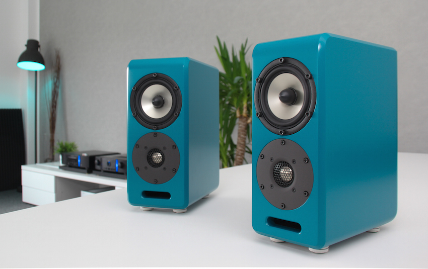Die 10.2 setzt Akzente: Mit ihrer charakteristischen Form und der erstklassigen Lackierung werten diese Lautsprecher den Wohnraum auf.