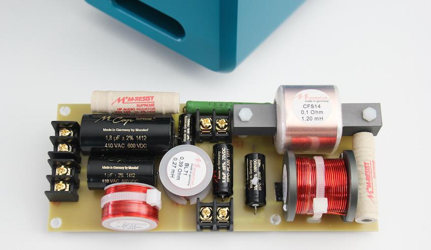 Mit der optionalen Referenz-Frequenzweiche kann die Inklang-Box audiophil aufgewertet werden. Hier sind beste Bauteile des renommierten Herstellers Mundorf verbaut.