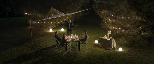Ein gemütlicher Pärchenabend nimmt mit dem Auftauchen von John eine dramatische Wende. (© EuroVideo Medien GmbH)