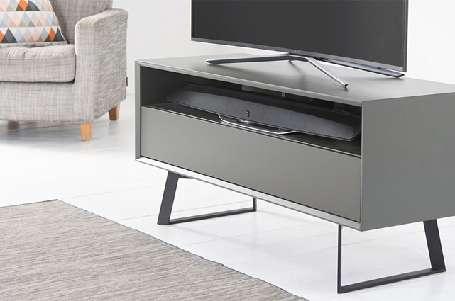 Flexible Aufstellung: Die M3 von Q Acoustics ist für die Wandmontage ebenso geeignet wie für die Platzierung in oder auf diversen Möbeln.