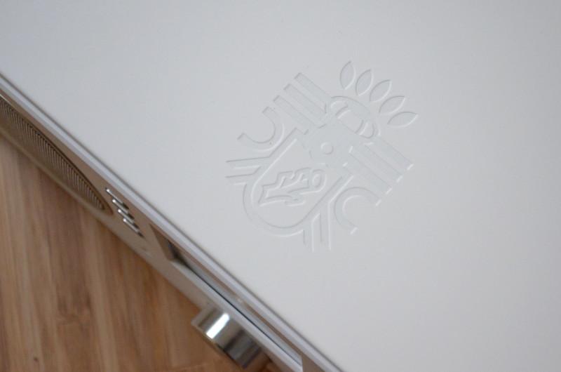 Markenzeichen der Block-Geräte: Die Logo-Prägung in der Oberseite des CR-20.