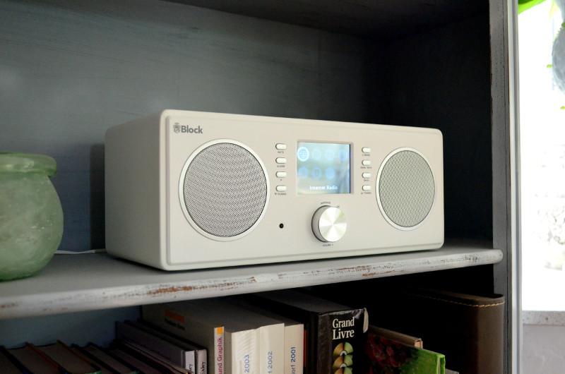 Das kompakte CR-20 lässt sich bei Nutzung des Internetradios auch gut in Regalen platzieren.