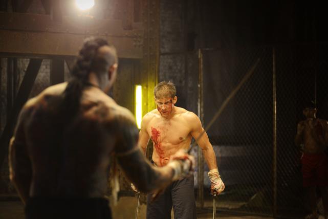 Kurt Sloane (Alain Moussi) und sein Bruder Eric sind erfolgreiche Kampfsportler - bis Eric einem dubiosen Angebot erliegt. (© Universum Film)