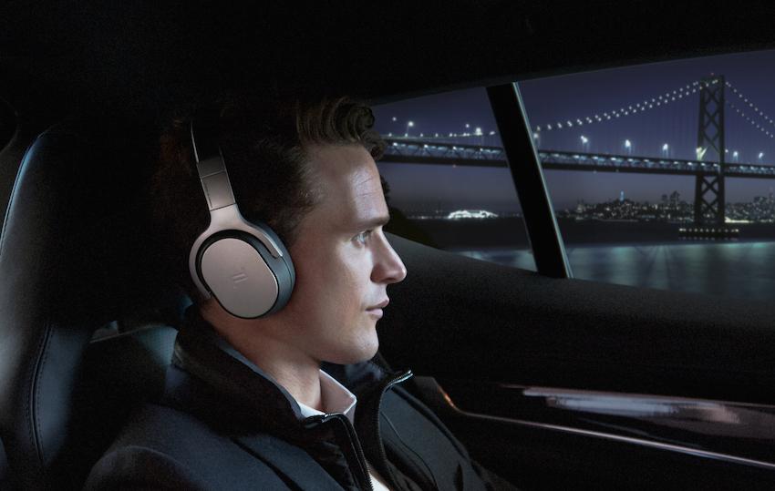 Unterwegs entspannen: Mit dem Porsche Design/KEF Space One hört man Musik – und keine Motoren.