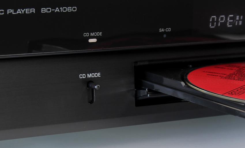 Ein kurzes Klicken des kleinen Schalters genügt, um den 1060 in den CD-Modus zu versetzen.