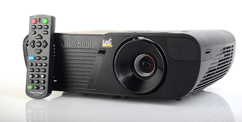 Kompakt unauffällig, genial für den Wohnraumeinsatz: der ViewSonic PJD7720HD.