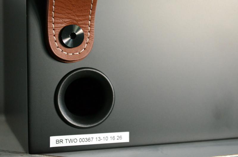Für knackigen Tiefton sorgt auch der Bassreflexport auf der Rückseite der Breeze-Lautsprecher.