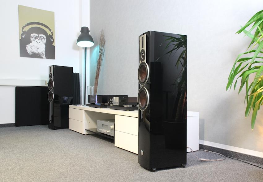 Die Dali Rubicon 6 in schwarzem Hochglanz: In dieser Version wirkt die Box besonders edel.