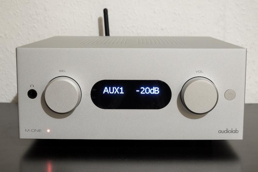 Schlicht gestaltet, einfach in seiner Bedienung und dennoch modern und umfangreich ausgestattet; der Audiolab M-ONE.