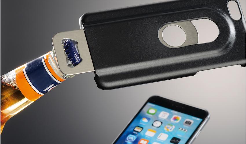 Damit man den künftig auch immer parat hat, gibt es von Hama jetzt ein Smartphone-Cover für das Apple iPhone 6 bzw. 6s mit integriertem Flaschenöffner.