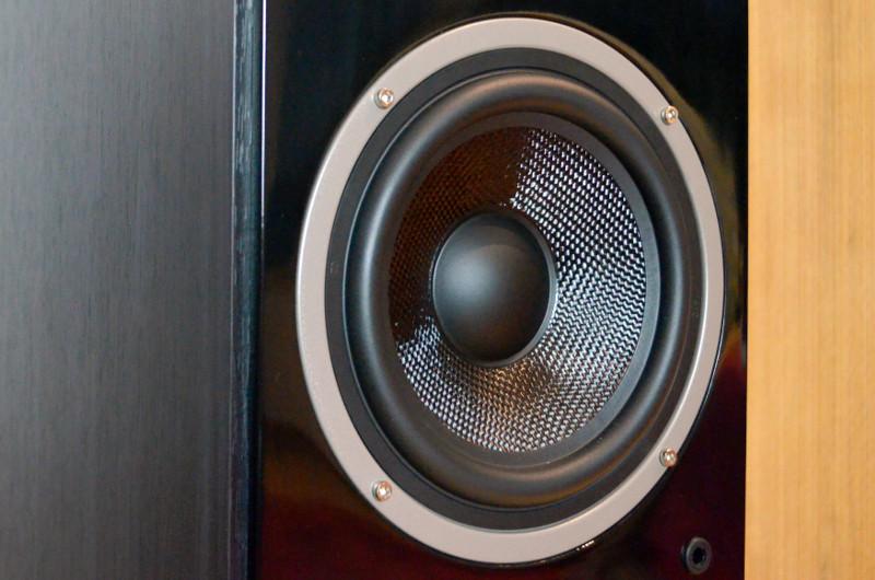 Über mangelnden Bass kann man sich angesichts zweier Tieftöner nicht beschweren.