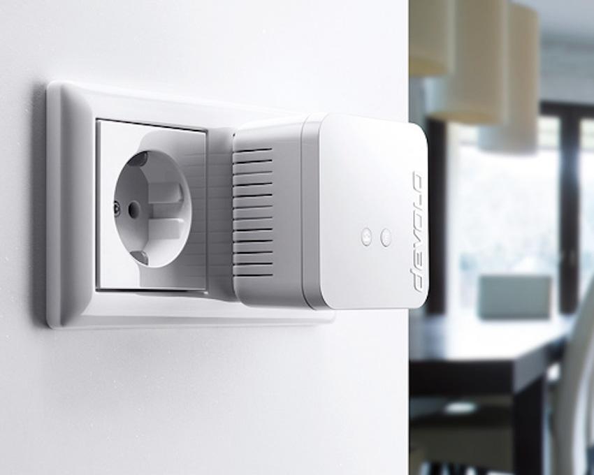 Der kleine Adapter namens dLAN 550 WIFI dient als WLAN-Sender.