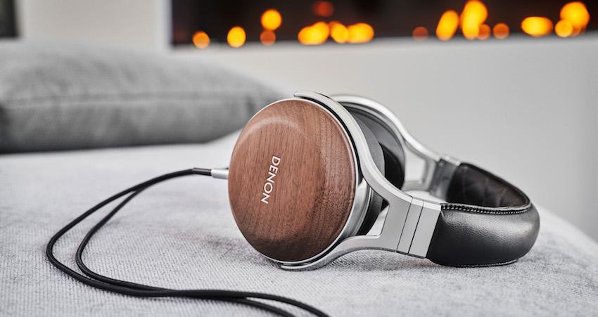 Neben dem bestmöglichen Klang bietet der AH-D7200 zudem unvergleichlichen Tragekomfort. Die Hörmuscheln sind an ergonomisch geformten Bügeln aus Aluminium-Druckguss befestigt und das Kopfband ist mit einem Bezug aus echtem Schafleder umhüllt.