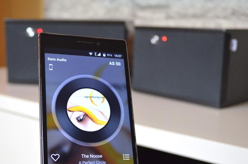 Via Multiroom und Smartphone-App lassen sich alle airSound-Lautsprecher im Haus gleichzeitig mit Musik versorgen.