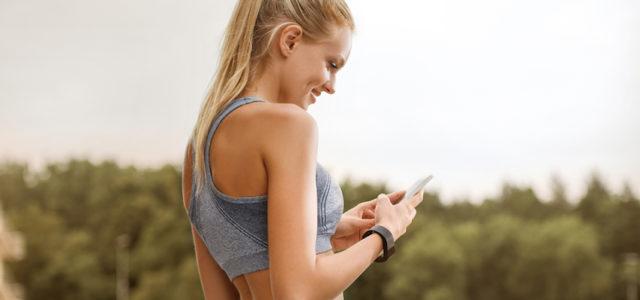 Informiert in Form: ACME Fitness Tracker mit Pulsmesser