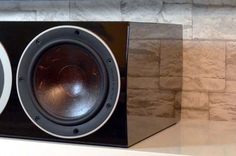 Die Verarbeitung der Lautsprecher - insbesondere die hochglänzende Lackierung - ist exzellent.