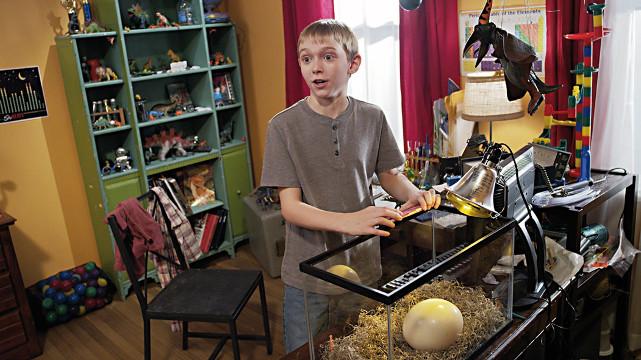 Der zwölfjährige Tommy will beim Schulprojekt einen lebendigen Dinosaurier präsentieren. (© EuroVideo)