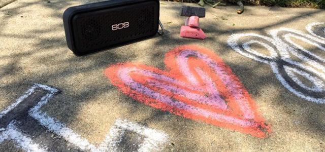 Outdoor-Sound für jede Jahreszeit: 808audio XS SPORT im wasserfesten Gehäuse