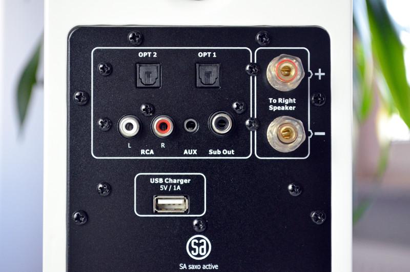 Mit reichlich Anschlüssen und dem kabellosen Bluetooth-Modul zeigt sich die Saxo 1 active sehr gut ausgestattet.