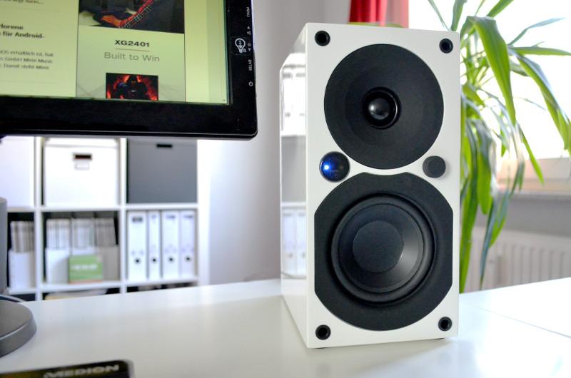 Ein wenig Freiraum ist bei der Aufstellung notwendig, nicht nur deshalb eignen sich die Saxo 1 active auch sehr gut als Desktop-Lautsprecher.