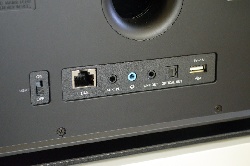 Neben der primären Wireless-Funktionen sind auch kabelgebundene Anschlüsse vorhanden.