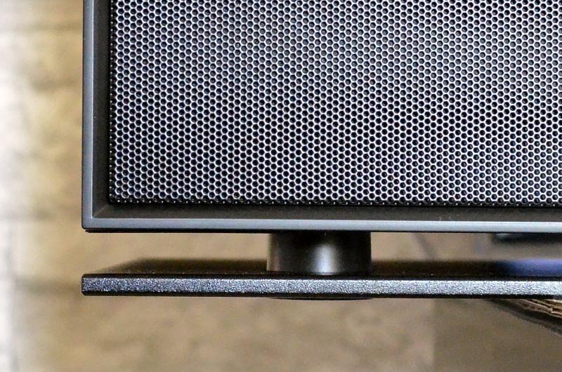 Die flache Bodenplatte verleiht dem recht voluminösen DIR3600MBT einen fast schon schwebenden Look.