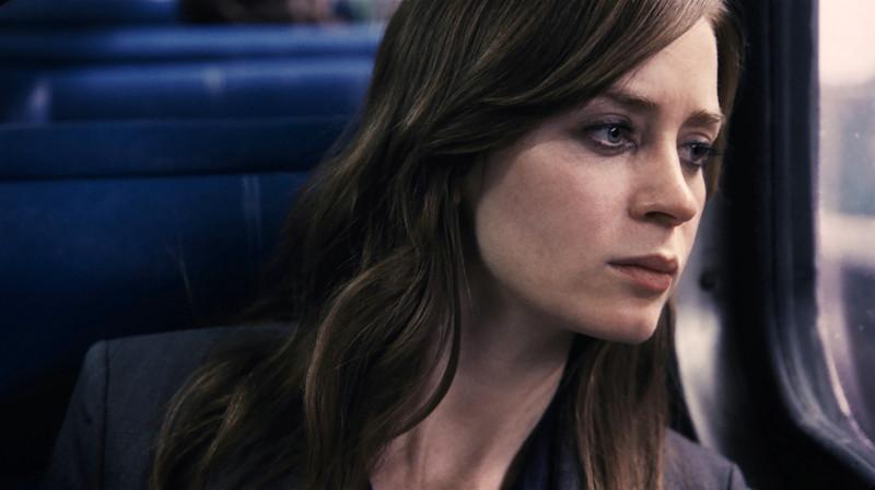 Tagtäglich nimmt Rachel (Emily Blunt) den Zug in die Stadt. (© Constantin Film)