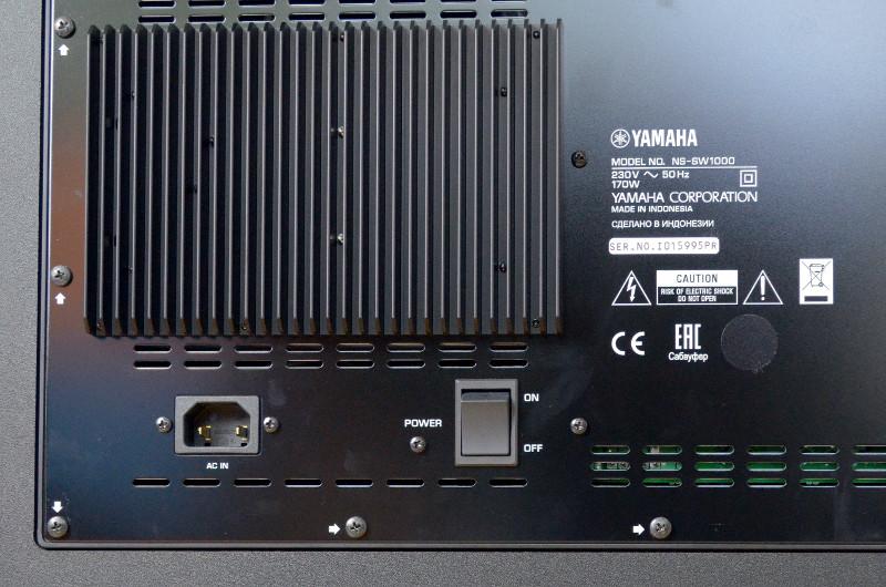 Die Leistungsstärke des NS-SW1000 basiert auf dem integrierten Verstärker, der Gund für die großzügigen Kühlrippen ist.