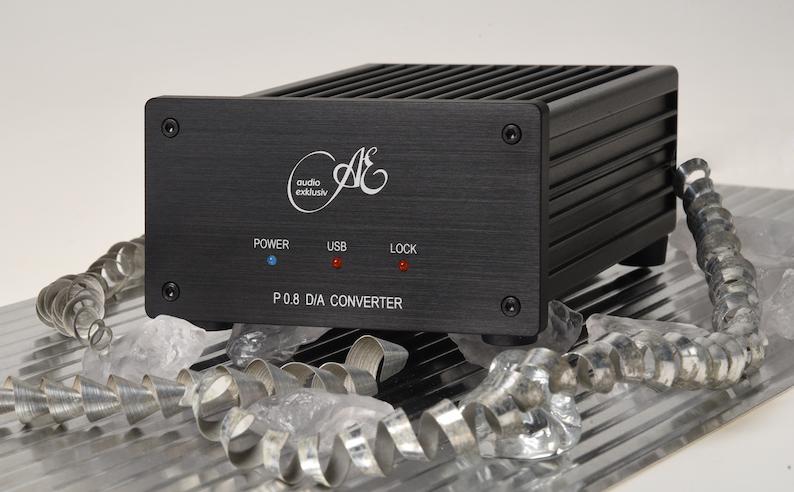 Der Audio Exklusiv P 0.8 bietet neben einem 24-Bit/192-kHz-Prozessor von Burr Brown zwei Koax-Eingänge, davon einer umschaltbar auf Toslink, sowie einen vollwertigen USB-Eingang, der dank einer mitgelieferten Software die volle Bandbreite von 24 Bit / 192 kHz vom PC ermöglicht.