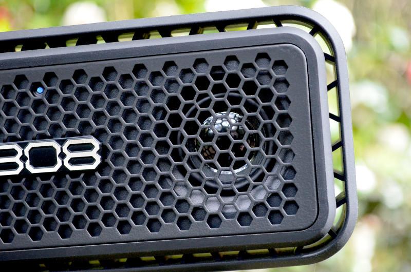 Mit seinem Stereo-Setup liefert der kompakte Bluetooth-Lautsprecher erfreulich ausgewachsenen Sound.