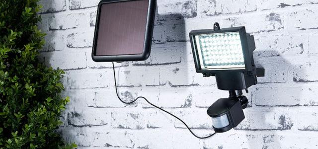 Pearl Luminea Solar-LED-Wand-Fluter für außen, mit Bewegungssensor