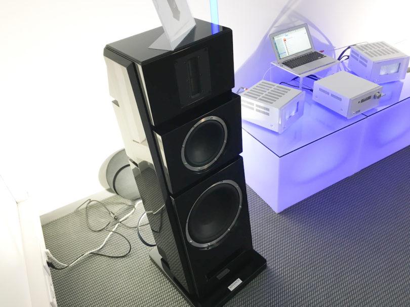 X-L500 nennt sich das markante Lautsprecher-Flaggschiff der Paris-Serie von Advance Acoustic. Ausgestattet mit einem 30cm-Woofer und einem riesigen Bändchen-Hochtöner lässt die X-L500 höchsten Klanggenuß erwarten.