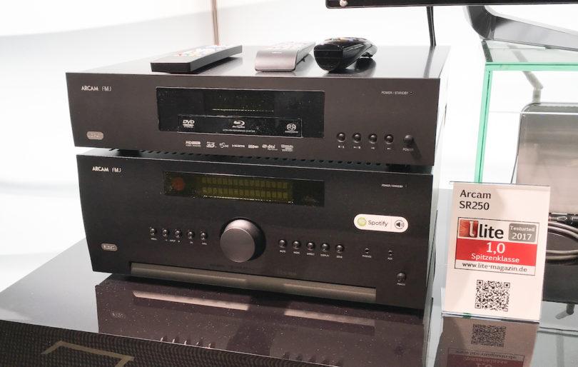 """""""Stereo-Receiver"""" ist beim SR250 eigentlich zu kurz gegriffen, bietet er doch eine größere Anschlussvielfalt als so mancher AV-Receiver. Klanglich punktet er im reinen Stereo-Setup sowohl bei HiFi- als auch Heimkino-Anwendern. Dabei hilft die Raumkorrektur DIRAC Live, die den SR250 auch in akustisch schwierigen Räumlichkeiten zur verlässlichen Allzweckwaffe macht."""