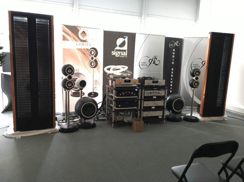 Großes gibt es bei Audio Exclusiv zu sehen und hören. Optische Highlight: der 1,99 Meter hohe P 3.1 Elektrostat. Absoluter Hörtipp!