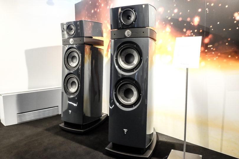 Die Maestro ist die große Version der Utopia EVO, dieser markante Drei-Wege-Lautsprecher hat ein Face-Lift erfahren und ist auch technisch weiterentwickelt. Zu den Innovationen zählt der selbstentwickelte Mitteltöner mit optimierter Sicke. (Preis: 56.000 Euro/Paar)