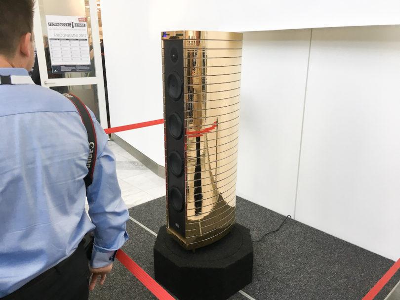Gauder Akustoik Berlina RC 7 MkII in Goldausführung: 3-Wege-Lautsprecher mit Keramikbestückung, Dreifach-Bassreflexsystem, Spezialmitteltöner, einteiliges Gehäuse. Diamanthochtöner nachrüstbar.
