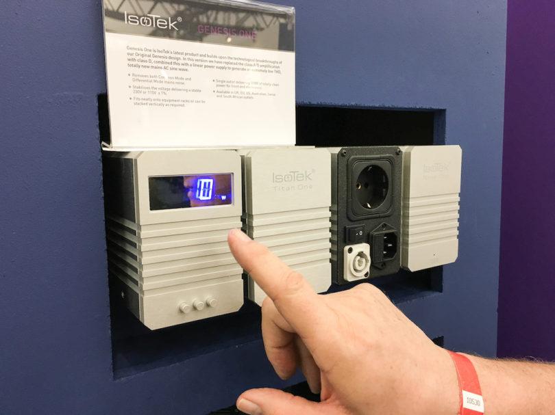 Besserer Sound dank bester Stromversorgung: Der IsoTek Genesis One ist ein Sinuswellengenerator mit extrem geringen Verzerrungen. Das Gerät verhilft der angeschlossenen Audioquelle oder einem Vorverstärker zu einem deutlich wahrnehmbaren Zugewinn in der Klangqualität.